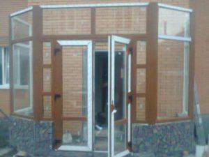Веранда с входными дверями в ламинации